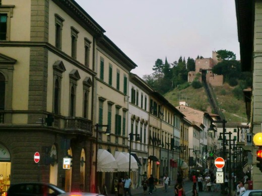 Certaldo train to old town
