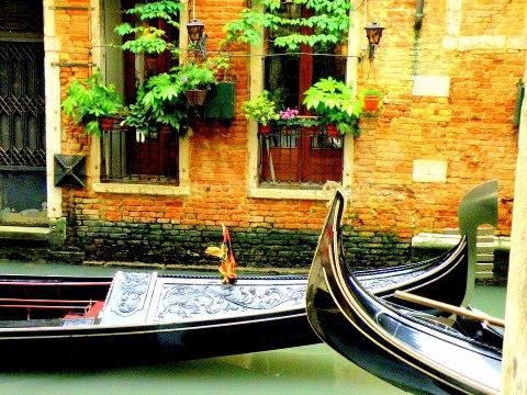 Gondolas passing