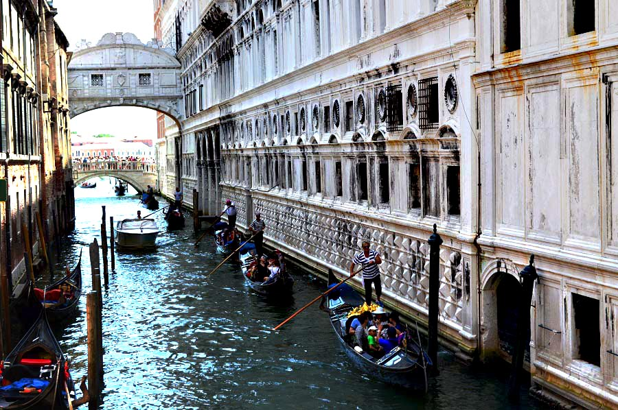 Gondolas under the Bridge of Sighs