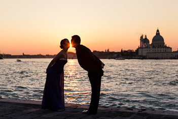 kissing portrait at sunset