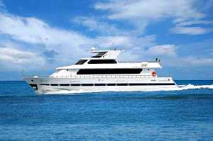 Yacht in Venice - The Sarah Sun Island