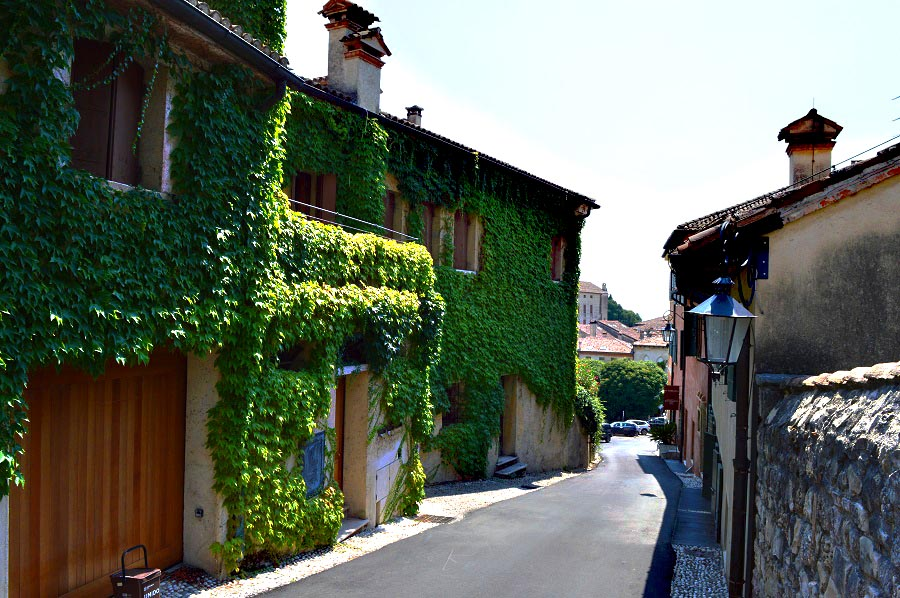 Street to the Castle