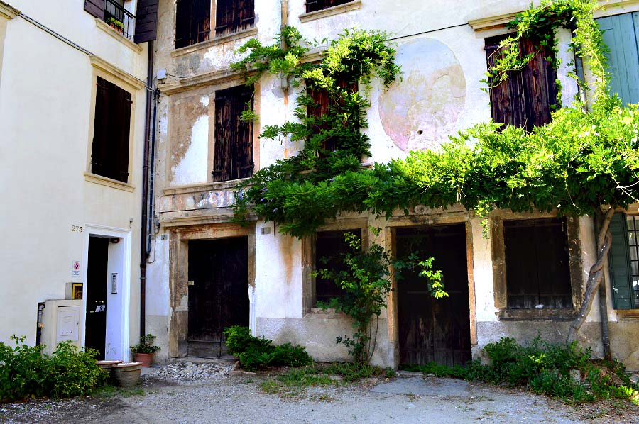 Carabinieri Building