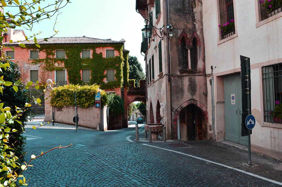 Asolo - road to old town