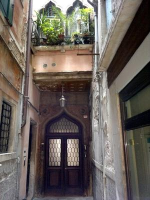 Open the Door to Christmas in Italy