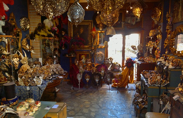 Shopping in Venice - Masks